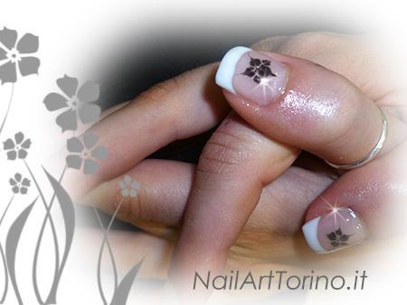 Nail Art Fiore Nero Dettaglio