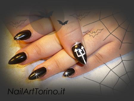 Decorazione unghie gel nero dettaglio