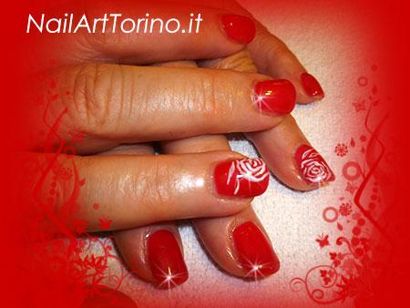 Nail Art Rose Bianche Mani Dettaglio