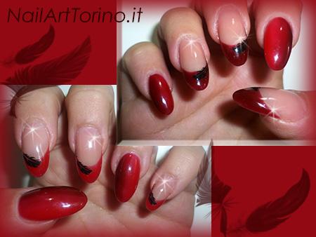Unghie sfumate rosso e bordeaux dettaglio