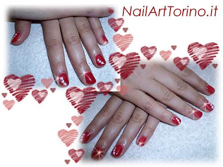 nail-art-per-san-valentino-cuoricini-bianchi