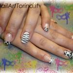 unghie per carnevale zebrate
